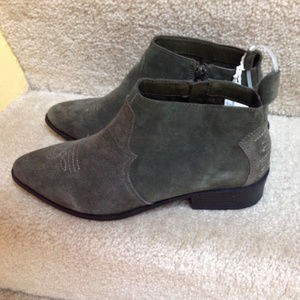 New American Eagle Outfitters Suede Ankle Boots